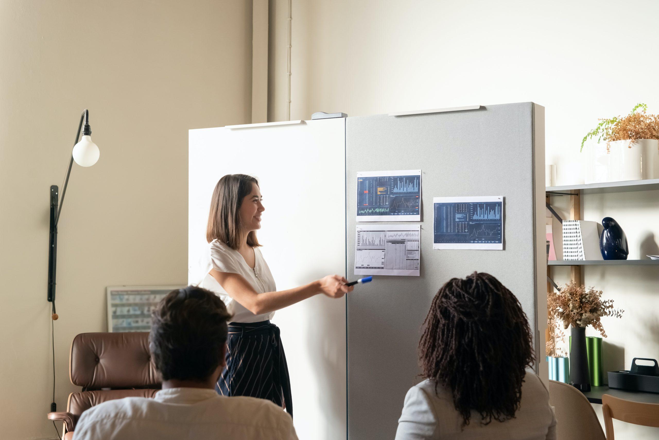 Présentation orale des performances d'une entreprise à l'aide de dashboard